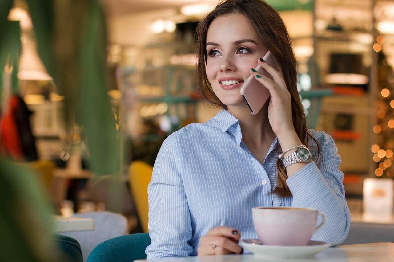 femme en communication